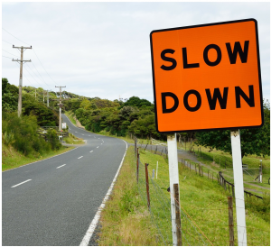 Bild: Slow-Down-Schild